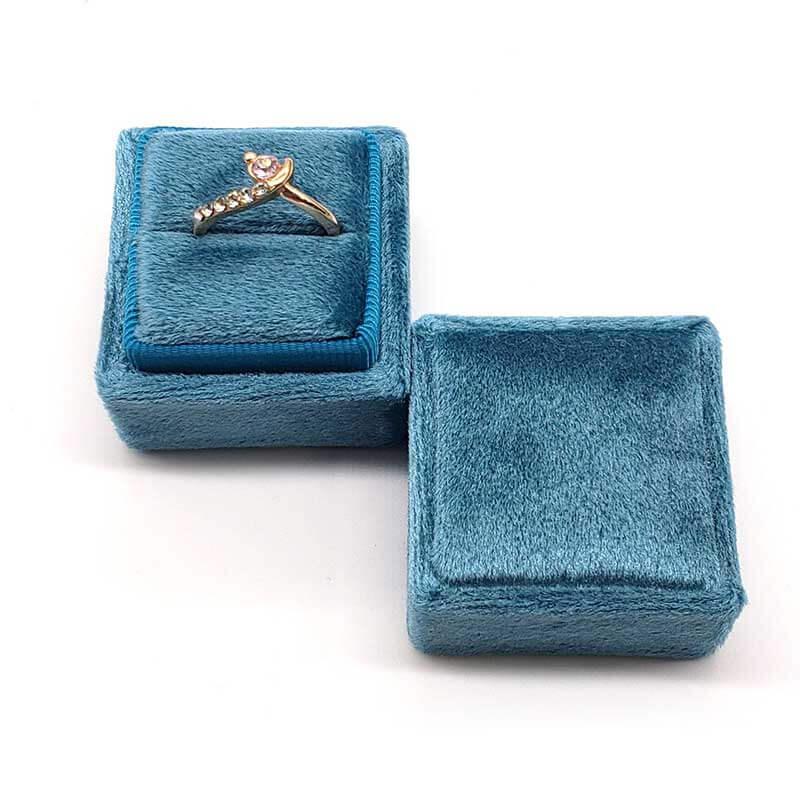 Small Tetragonum Velvet Ring Boxes -3