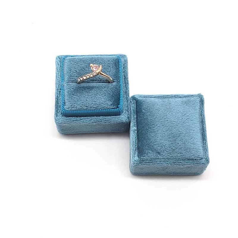 Small Tetragonum Velvet Ring Boxes -4